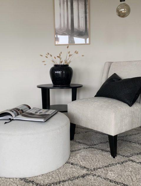 3-dinboligstylist-lys-stol-sorte-detaljer